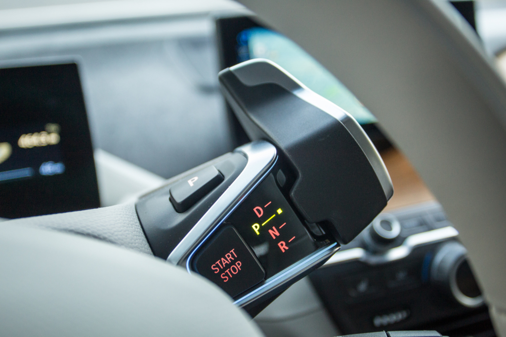"""A simple and minimalistic """"gear shift"""" is located under the steering. It was tricky to get used to, but I now think it's a great design."""